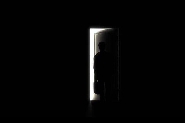 Comment ouvrir une porte claqu e avec une radio - Comment ouvrir une porte fermee a cle avec un trombone ...